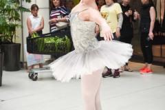 Ballet_dancer_enchant_the_shoppers_during_the_fair_large